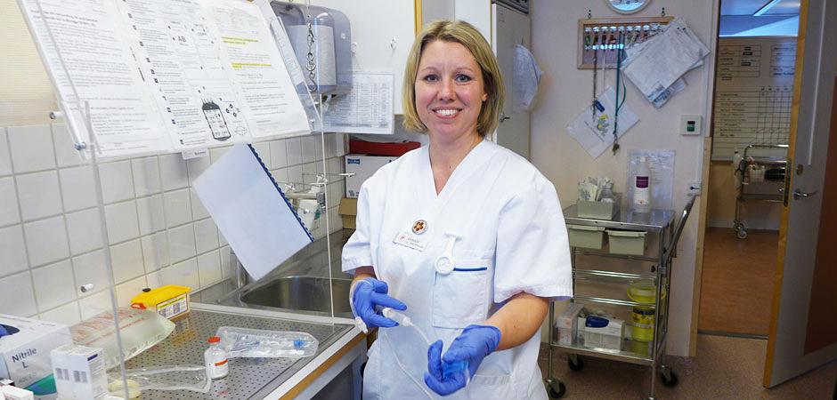 Annelie Berglund, nyexaminerad sjuksköterska, uppskattar introduktionsprogrammet som alla nya sjuksköterskor i Landstinget Västernorrland får ta del av.