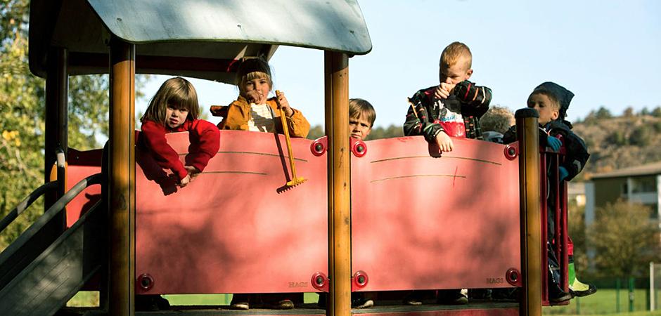 En grupp lekande barn på förskolan Bifrost i Mölndal utanför Göteborg.