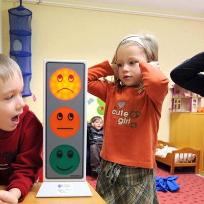 Forskning om samspelet mellan nedsatt hörsel, ljudmiljö och arbetsförmåga