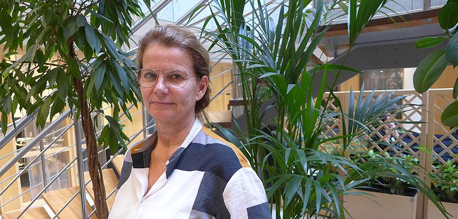 Irene Jensen, professor i företagshälsa på Karolinska Institutet, har lett arbetet med att ta fram riktlinjer för hur företagshälsovården kan jobba mot psykisk ohälsa i arbetslivet.