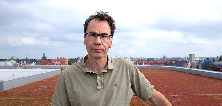 Mikael Forsman och hans forskarkollegor ska mäta arbetsbelastningen på städare på sjukhus och hotell.