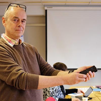 Per Nylén, forskare på KTH och avdelningsdirektör på Arbetsmiljöverket, har utvecklat en app som gör det lätt att mäta ljuset på sin arbetsplats.