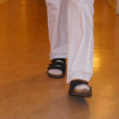Kolla golvsvikten när fötter och ländryggar värker
