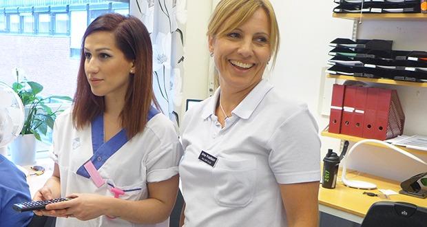 Vlora Bahtijaragic, sjuksköterska, och Anna Fridolfsson, avdelningschef på kirurgkliniken på Blekingesjukhuset
