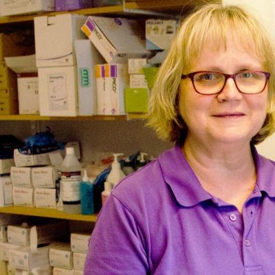 Serviceassistenter ger Skövdes sjuksköterskor mer tid för patienterna