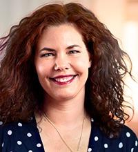 Porträtt leende långhårig Cecilia Elander, verktyget Stress och balans