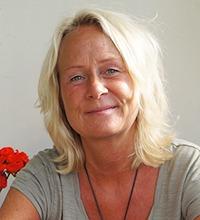 Porträtt leende Wanja Astvik, tema psykisk ohälsa