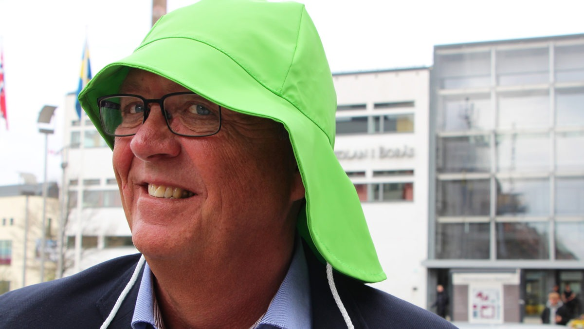 Mats Schönemann i grön sydväst, första pris i Sydvästenpriset.