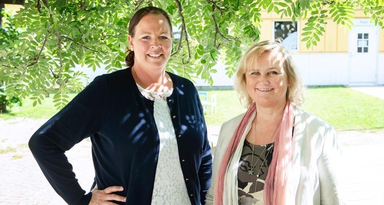 Halvporträtt Tina Karlsson och Anne Lene Henning, chefer som värnar om arbetsmiljö.