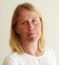 porträtt Maria Ekblom, forskare vid GIH. ljust hår, vit tröja, ser in i kameran.