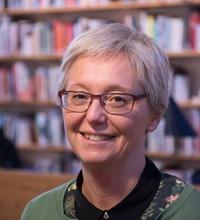 Ansiktsporträtt Tina Haglund, utbildning i hot och våld.