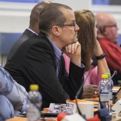 Kommunpolitiker som lyssnar. Foto: Flens kommun