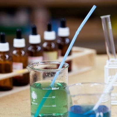 Kemisäkerhet för både lärare och elever