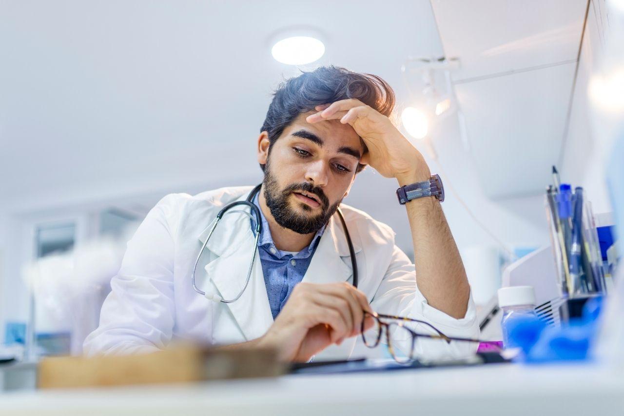 Trött läkare