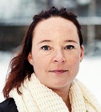 Shara Sjögren med snö bakom. Hon har mörkt hår och tjock halsduk.
