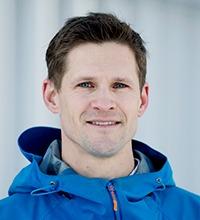Porträtt på Daniel Carlsson i blå jacka.