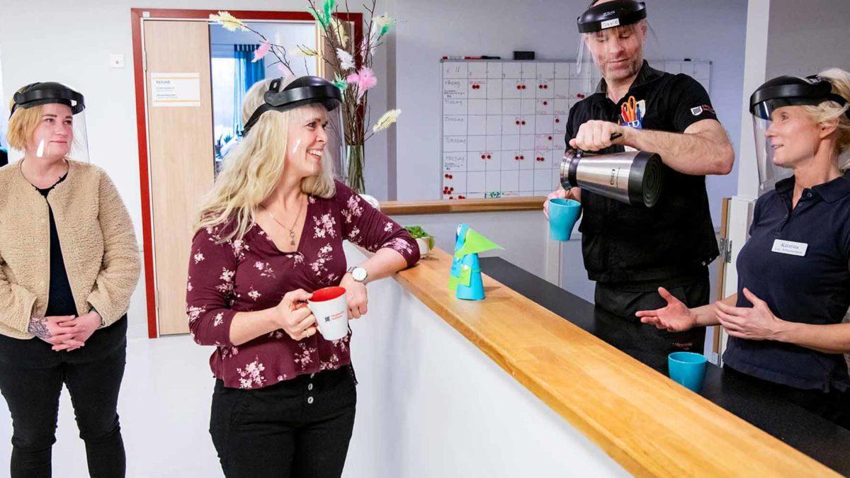 gruppbild på medarbetare i Färgelandas hemsjukvård och rehab.