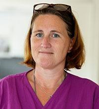 porträtt av Lotta Mårtensson, undersköterska och samrodnare av det dagliga arbetet på äldreboendet Strandgården i Ellös.